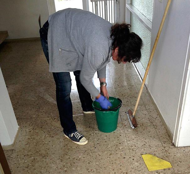 Femme de ménage et CESU